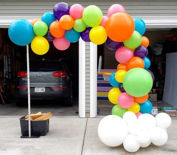 Do you need a Organic Demi arch/Balloon Garland to highlight or make a photo backdrop? Let us create one or these really cool looking Organic garland displays for your special event.